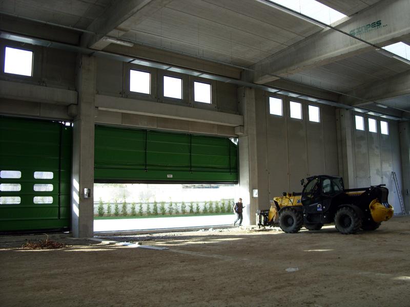 Instalação de porta rápida interior