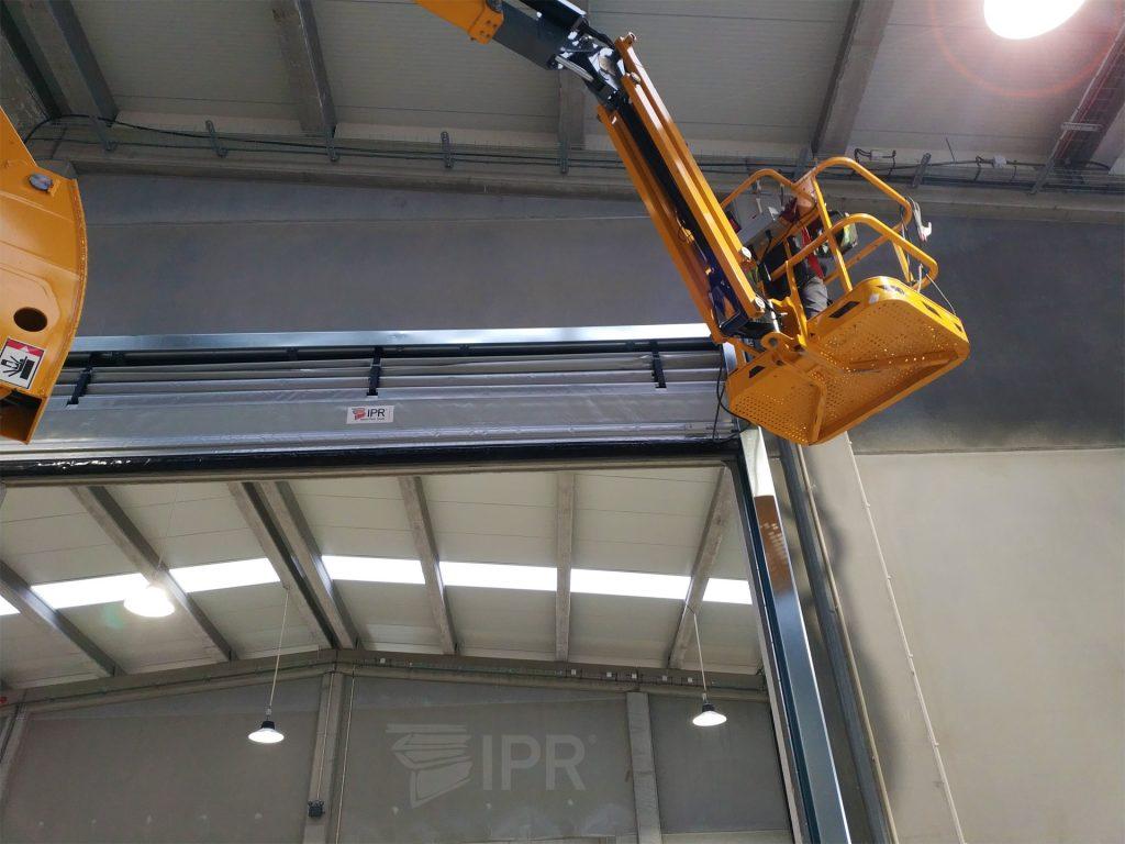 Instalação de porta rápida industrial BELT