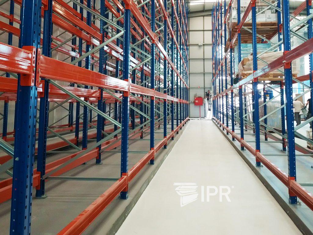 Montagem de Porta Rápida IPR, com atenção ao detalhe enquadrado no âmbito geral!